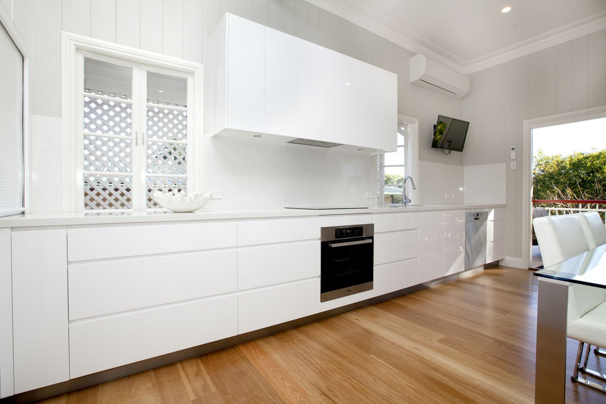 Graceville kitchen project of makings of fine kitchens for Long kitchen wall units