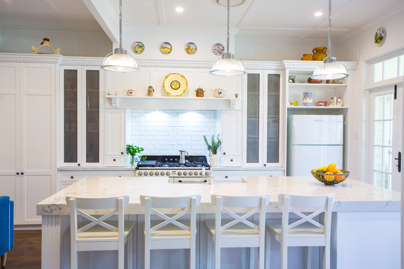 Elegant white hampton style kitchen